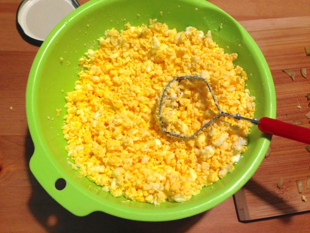 卵を潰す工程